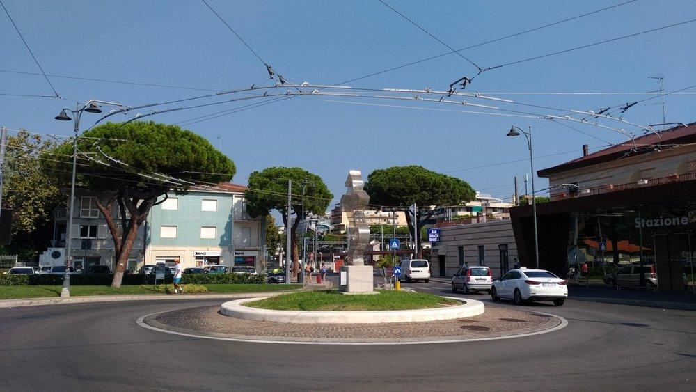 A toto už je smyčka u stanice Riccione. (foto: 2x Vladyslav Savytskyy)