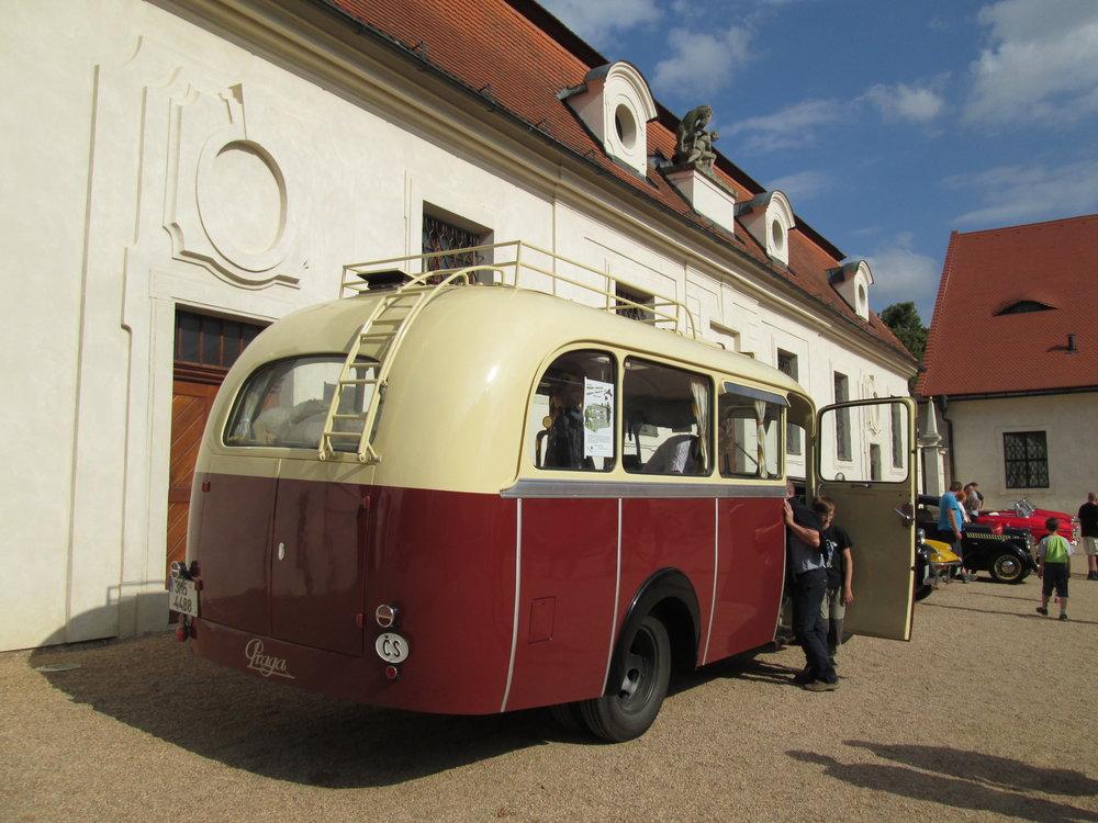 V Opavě bylo v provozu celkem 5 autobusů Praga RND. Ve městě zahajovaly v roce 1948 autobusovou dopravu. Už předtím ale městské autobusy v Opavě jezdily v období války, kdy byla Opava součástí Německé říše. (foto: Ondřej Opršal)