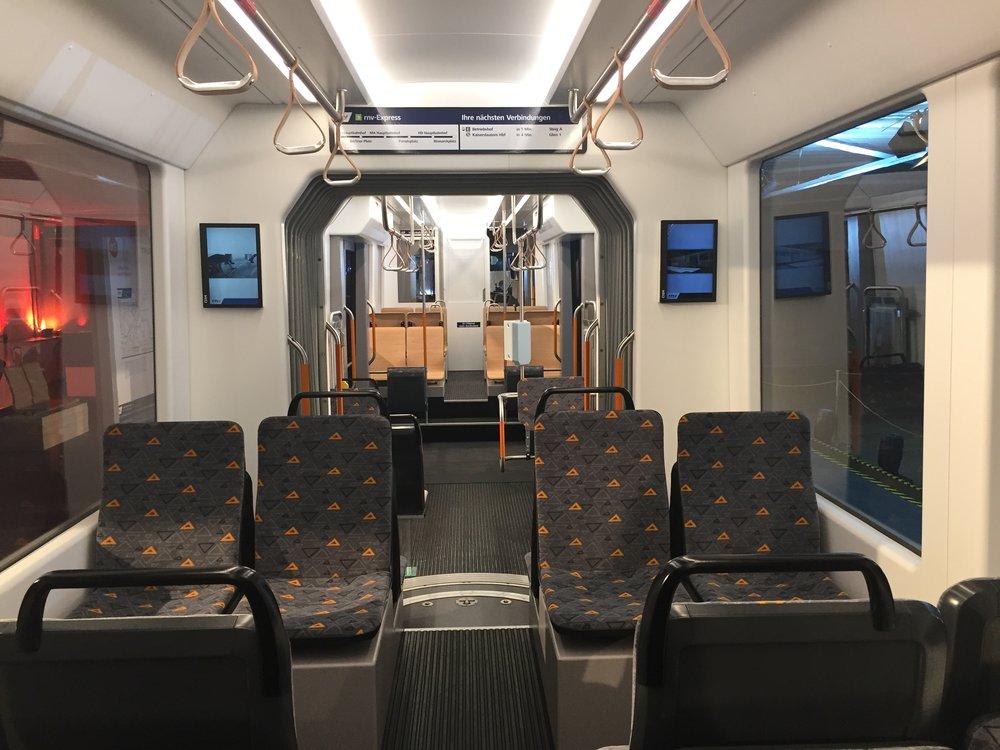 Maketa interiéru vozu pracuje se dvěma druhy sedadel. Celkově váží model okolo 10 tun. (foto: Libor Hinčica)