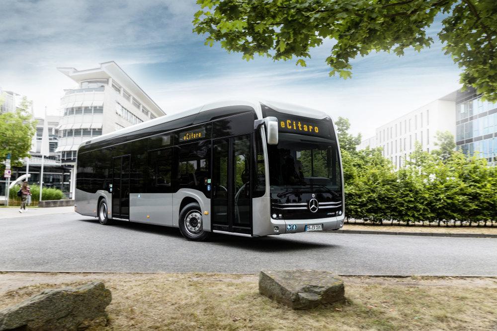 Elektrobus eCitaro od Mercedesu ve 12m provedení. (foto: EvoBus)