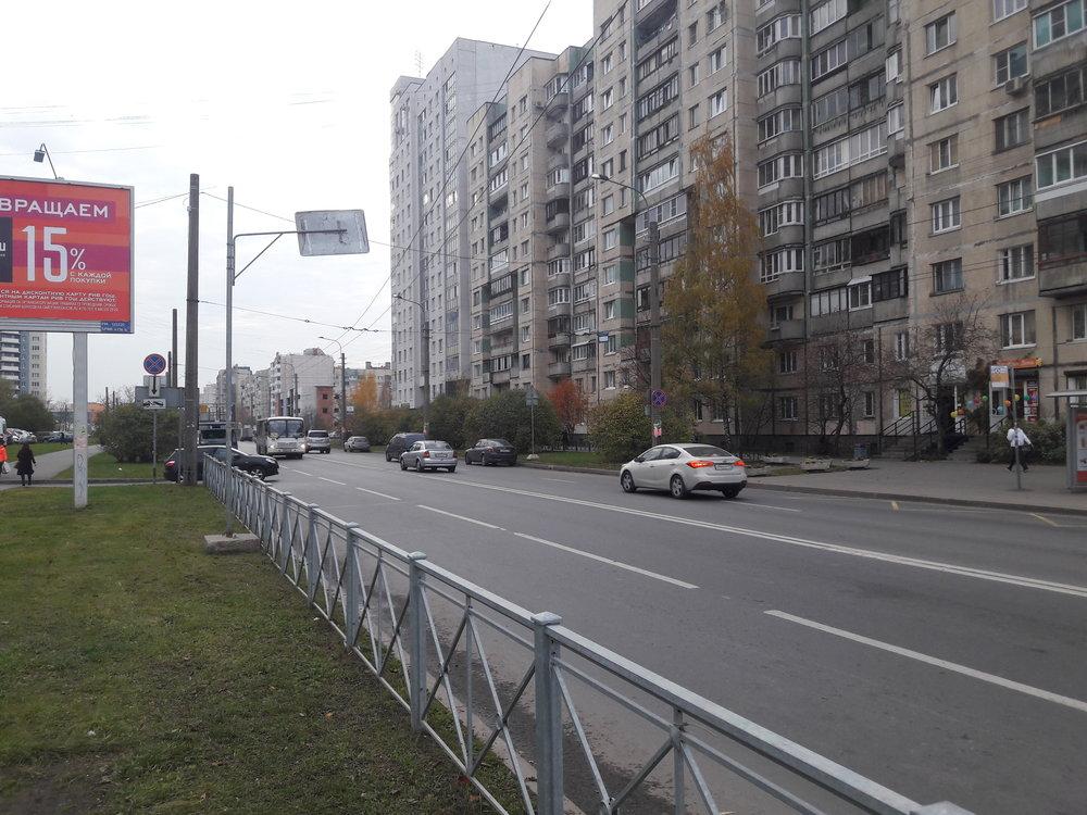 Po této trolejbusové trati, která zabočovala z kolmo vedené ulice na prospekt Nastavnikov, už dávno nic nejezdilo, příchod Čižika ale vedl k jejímu přerušení.