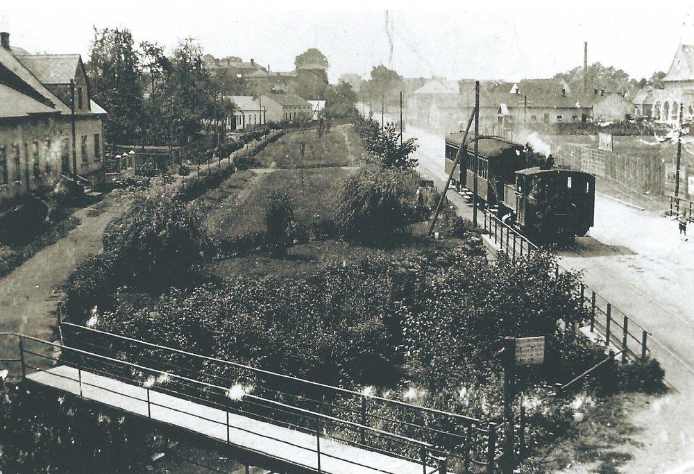 Parní vlak Slezských zemských drah ve Svinově. Dráha Svinov - Kyjovice byla původně plánována až s vedením do Hradce nad Moravicí. Předpokládalo se, že dojde k elektrifikaci dráhy. (sbírka: Libor Hinčica)