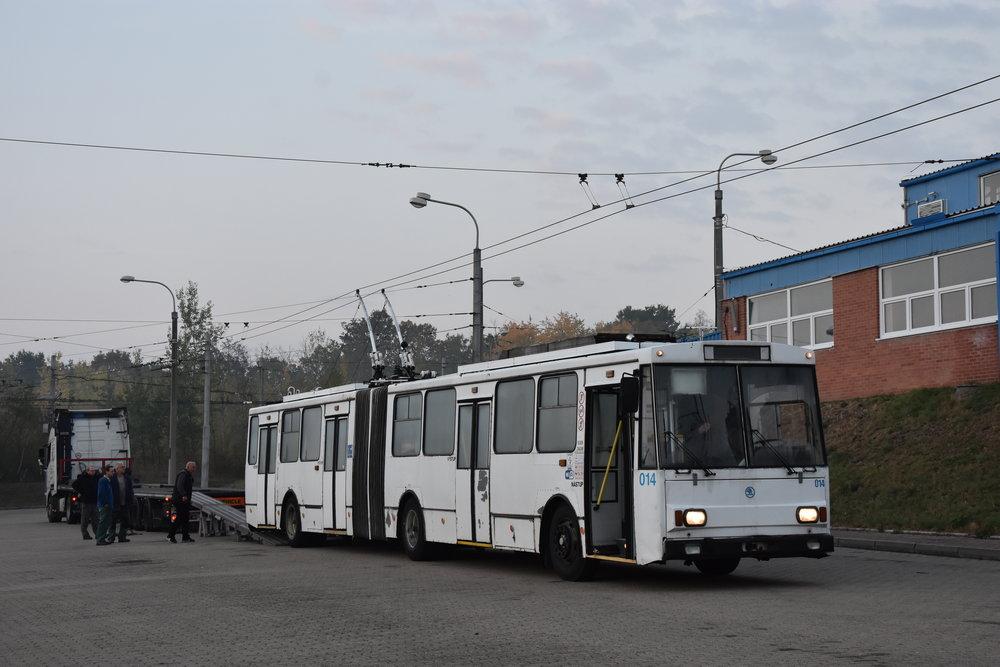 Původní provedení trolejbusu. Na snímku vůz vlastní silou najíždí na trajler před cestou do Opavy. (foto: Libor Hinčica)