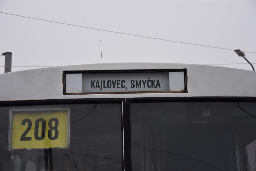 Také podle čelní linkové orientace směřuje trolejbus do Kajlovce. (foto: Libor Hinčica)