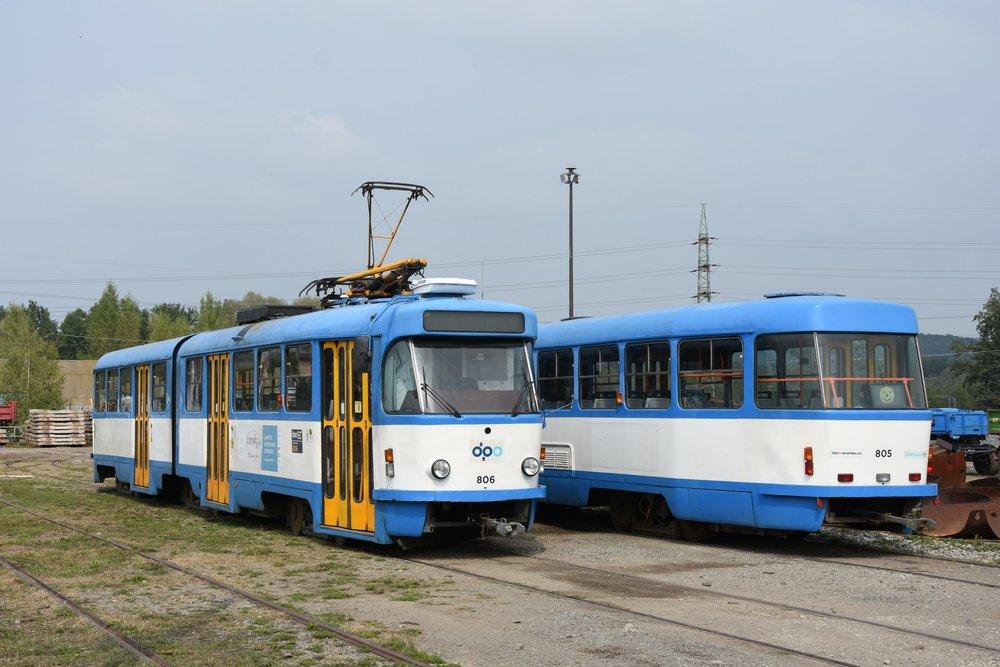 Odstavené tramvaje K2G ev. č. 805 a 806 v areálu ústředních dílen v Martinově. (foto: Libor Hinčica)