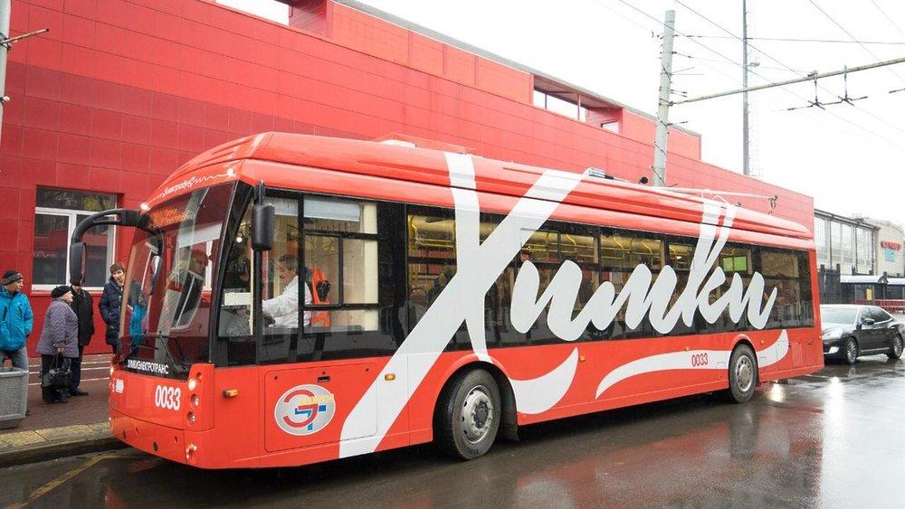 Chimki se pochlubily 9. listopadu 2018 novým parciálním trolejbusem. V parku mají už dva takovéto zástupce. Po zkouškách by měly nové vozy do ostrého provozu vyjet od prosince. (foto: пресс-служба администрации городского округа Химки)