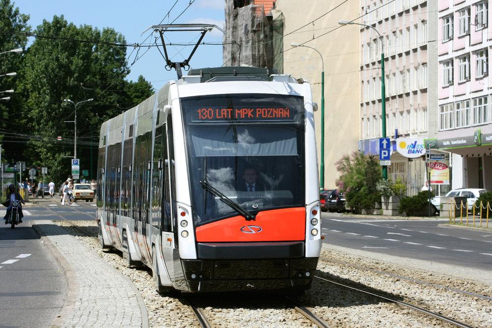 Prototyp tramvaje Solaris Tramino v Poznani. Z velkých snů o výrobě tramvají s logem Solarisu zbyly malé sny. A ty neměly ekonomický smysl. (foto: Michał Nadolski, zdroj: Wikipedia.org)