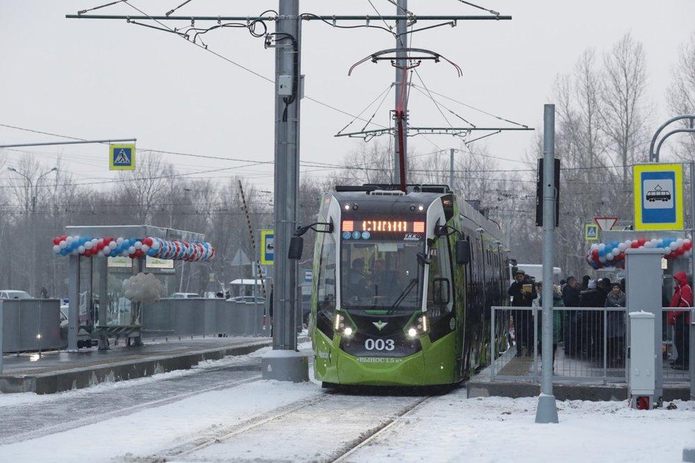 Politicko-úřednická delegace Petrohradu na výjezdní poradě dne 11. prosince 2018, při které byla tramvaj na modernizovaném úseku otestována. (foto: TKK)