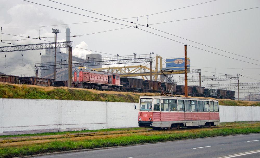 Tramvaje typu 71-605, tak typické pro postsovětské země, půjdou příští rok do šrotu. Pomůže k tomu šest desítek tramvají československé produkce, které se podařilo za zhruba poslední dva roky pořídit z Prahy, Košic a Rigy. (foto: 3x TRalex)