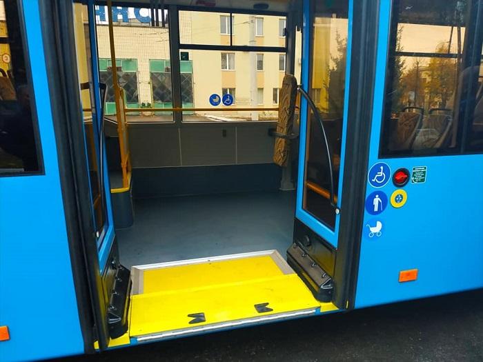 Trolejbus působí moderně.