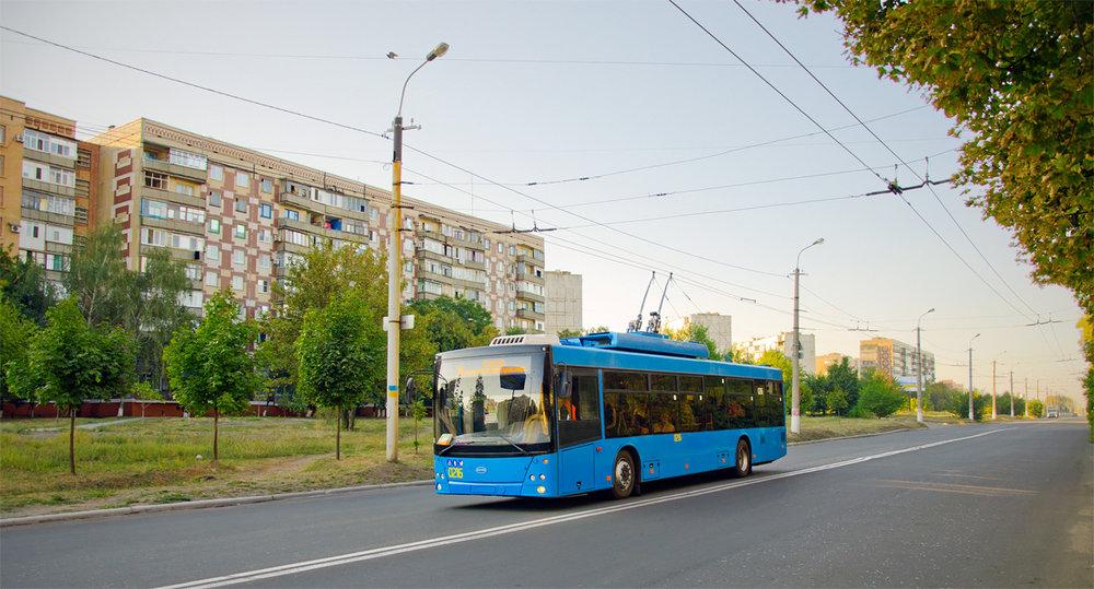 Tento kramatorský trolejbusů ještě patří do loňské sedmikusové série vozů Dnipro-T203. Snímek je z 22. září 2018. (foto: TRalex)