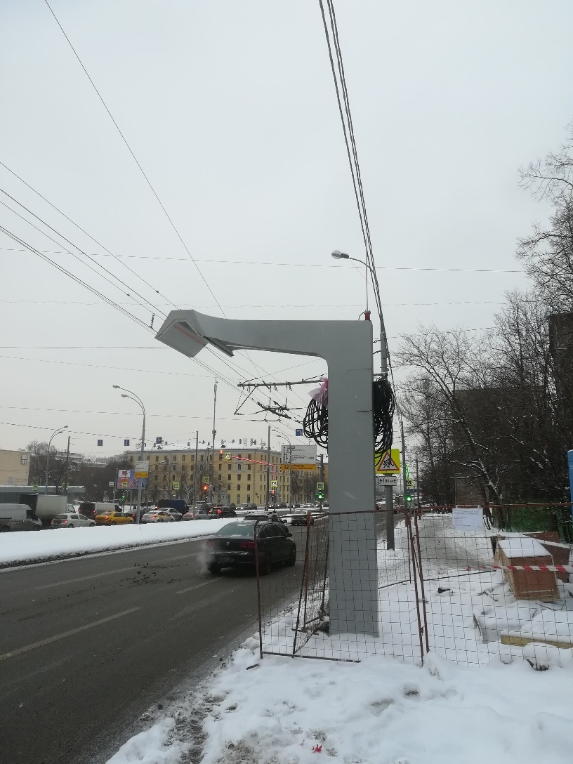 Kde nic, tu nic. Netradiční řešení nácestného nabíjení uprostřed silniční komunikace. (foto:  Jevgenij Strešněv )