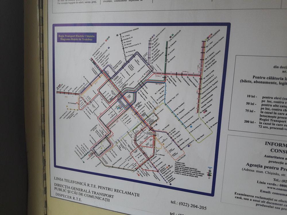 Téměř aktuální plán sítě, s výjimkou letos zavedených linek parciálních trolejbusů. Srovnat možno s  plánem sítě  z února 2014.