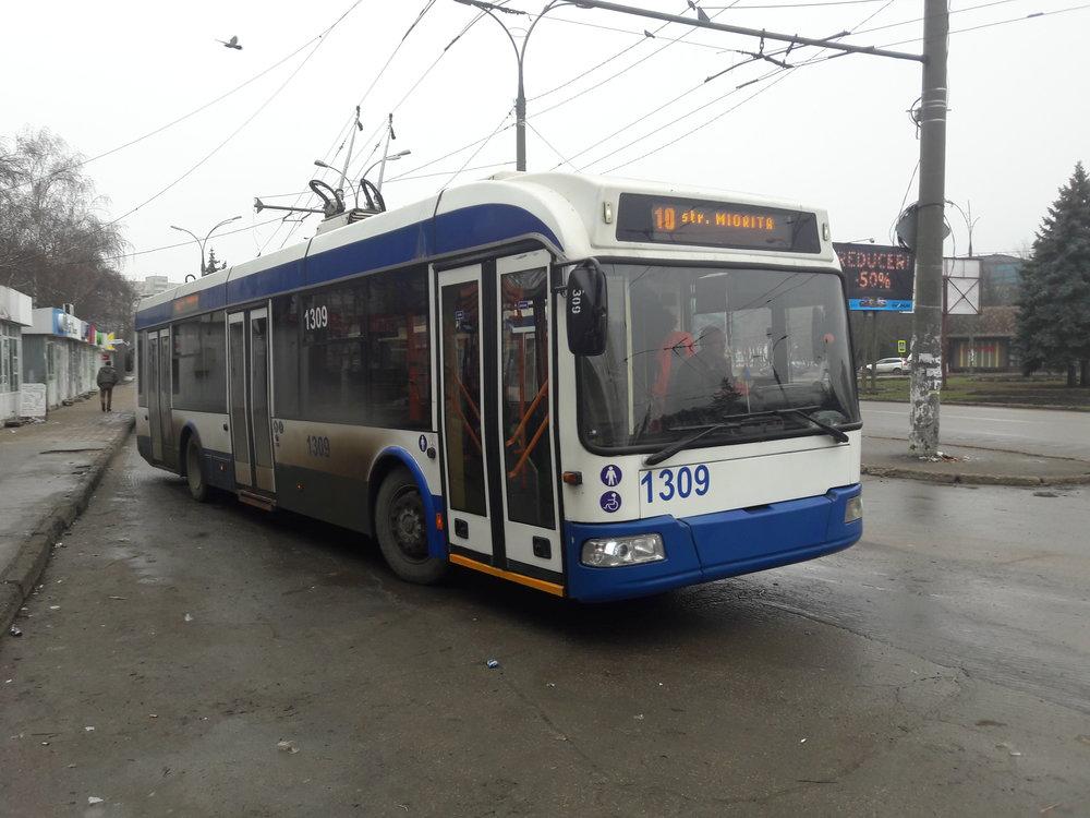 Konečná Strada Studenților (severovýchod města) dne 1. 1. 2018 (3x).