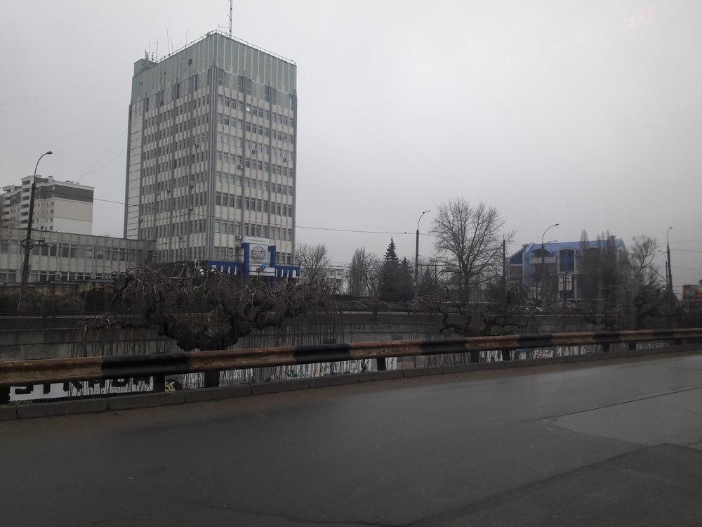 U televizního střediska (západ města).