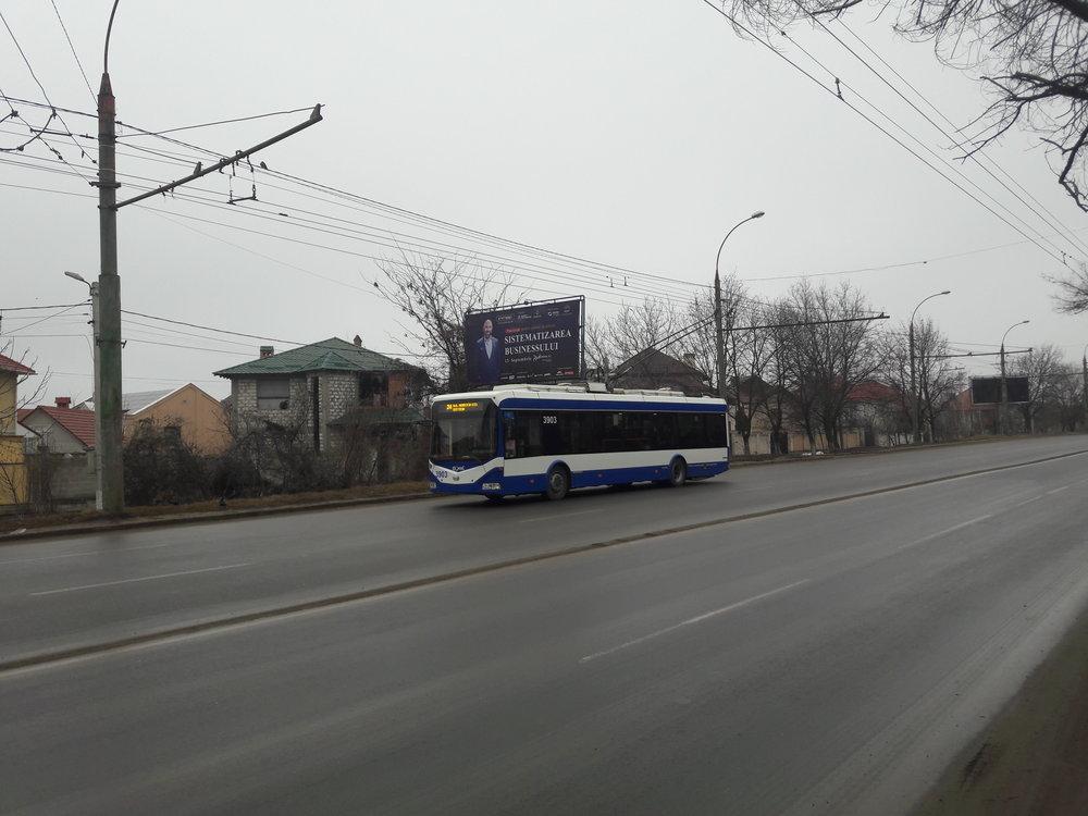 Na ulici Miorita na jihozápadě města (3x).