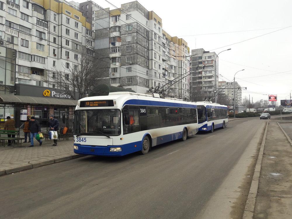 Zastávka Unic u centra města.