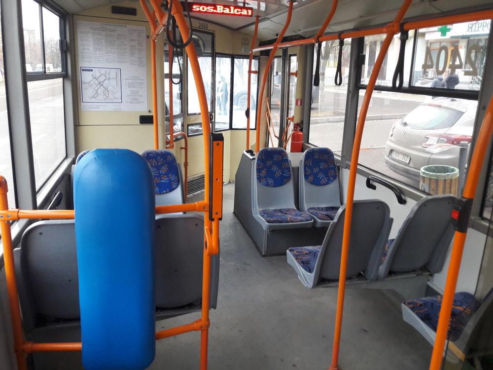 Uvnitř trolejbusu typu RTEC 62321M1 ev. č. 1328.