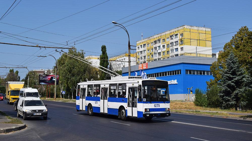 Momentálně (k počátku ledna 2019) jediný trolejbus 14 TrM, který nejezdí. Na snímku jej vidíme v létě roku 2018. (foto: Petr Bystroň)