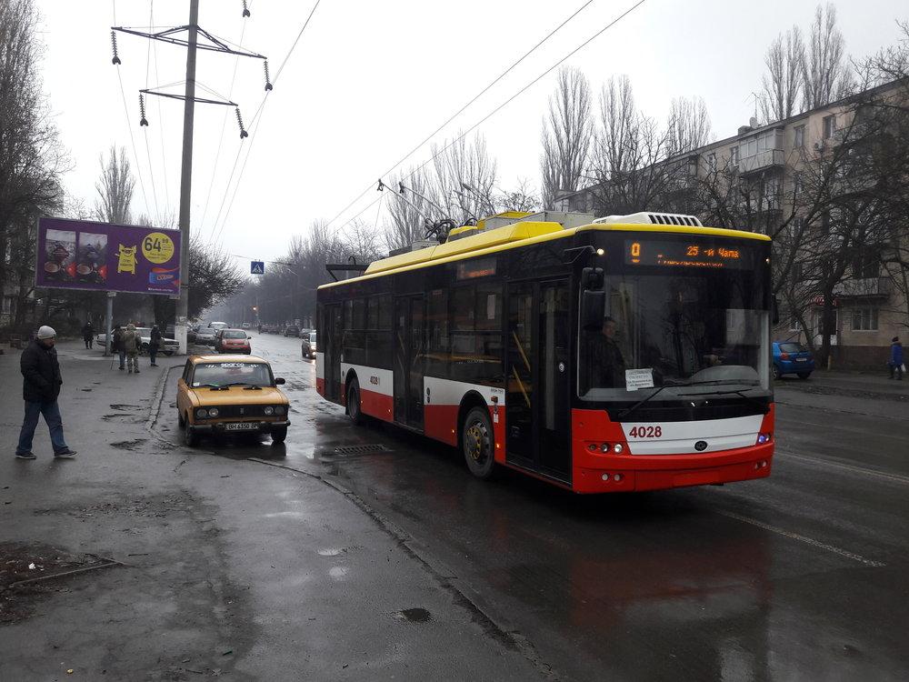Trolejbus Bogdan T901.17 (r. v. 2016) na jihu města.