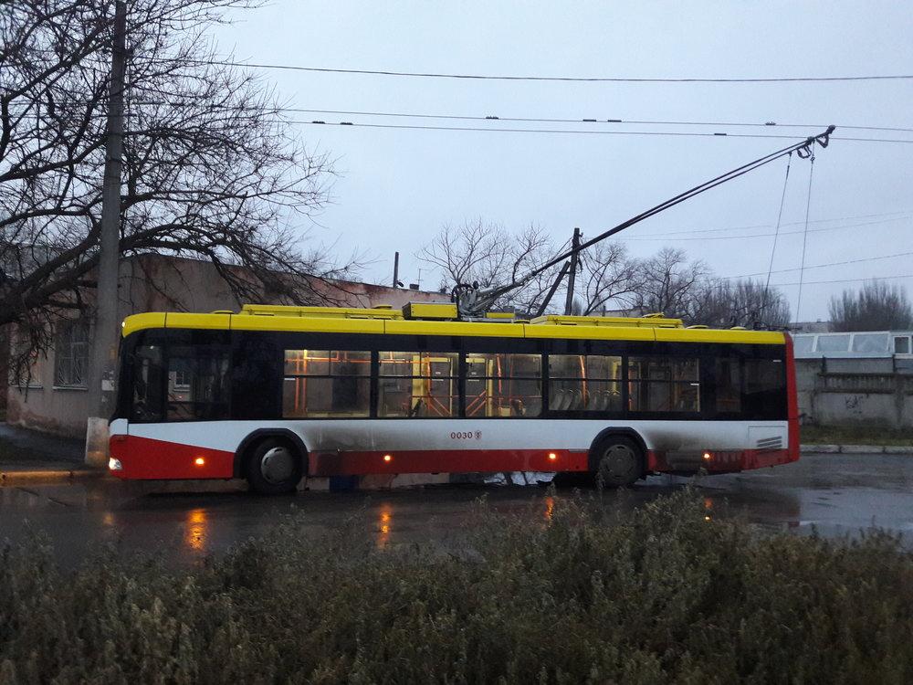 Trolejbus BKM 321 na západě města.