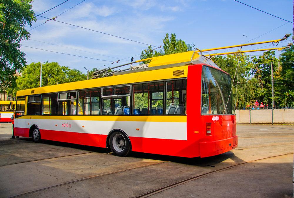 Z klasického trolejbusu udělali v Oděse loni trolejbus parciální. Z marketingového hlediska jej nazvali prvním oděským elektrobusem. (foto: Aleksandra Ignat'jeva)