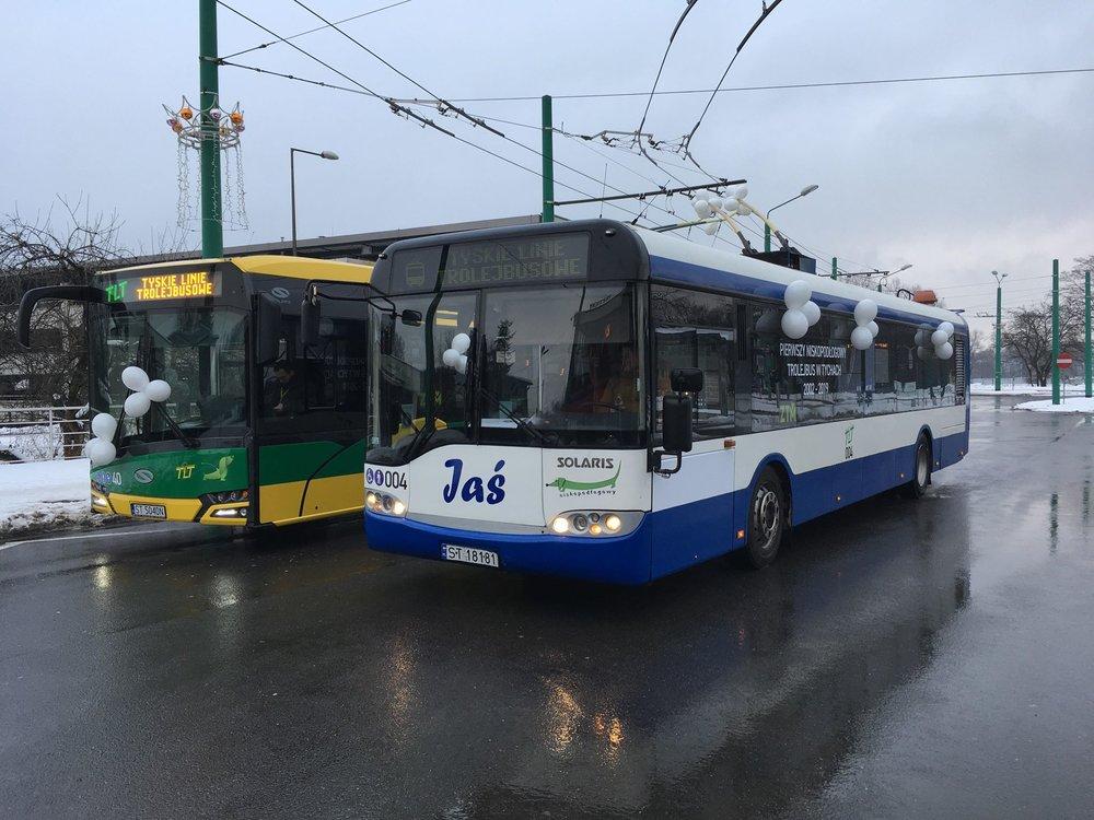 První trolejbus Solaris Trollino v Tychách z roku 2002 vedle svého mladšího sourozence. (foto: Jiří Brňák)