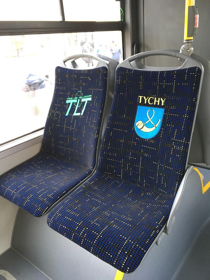 Potah sedadel v trolejbusech Trollino 12 s logem dopravce a erbem města. (foto: Jiří Brňák)
