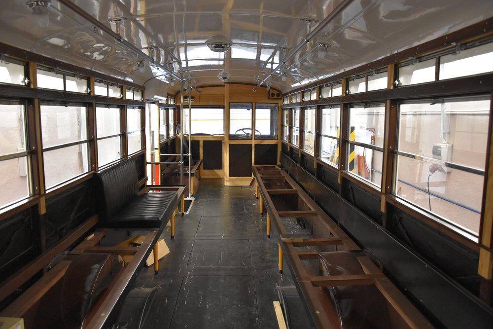 Pohled do rozpracovaného interiéru vozu. Povšimněte si například detailu provedení oken. (foto: Libor Hinčica)
