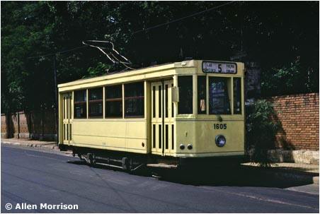 Ojetá tramvaj z Belgie na třídě España v březnu 1978. (foto: Allen Morrison)