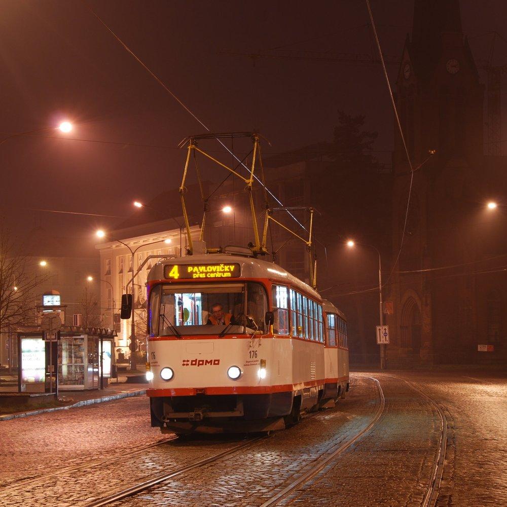 """Z 69 dodaných """"té trojek"""" dnes v Olomouci zůstává posledních 19 provozních vozů typu T3R.P.  Vozovému parku tak jednoznačně dominují vozy VarioLF. (foto: Libor Hinčica)"""
