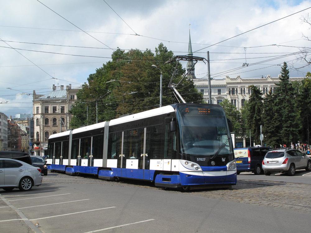 Tramvaje Škoda 15T v Rize. (zdroj: Wikipedia.org, autor: Dezidor)