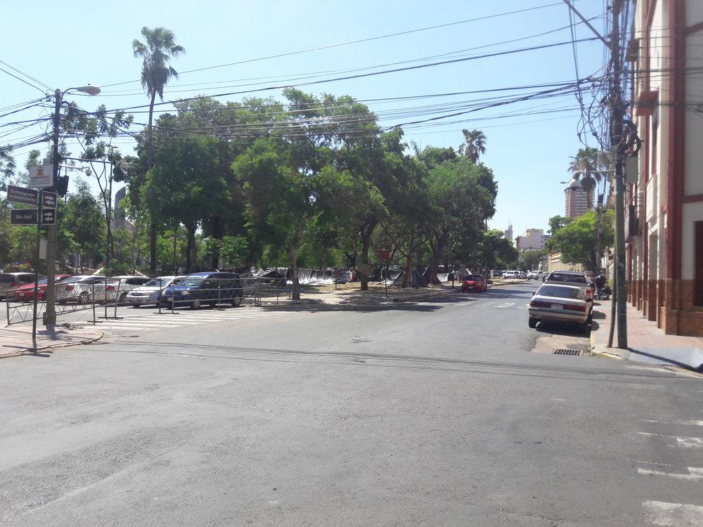 Po této ulici, Paraguayo Independiente, jela tramvaj do přístavu. Stejně tak tudy vedla železniční vlečka, nejstarší v zemi.