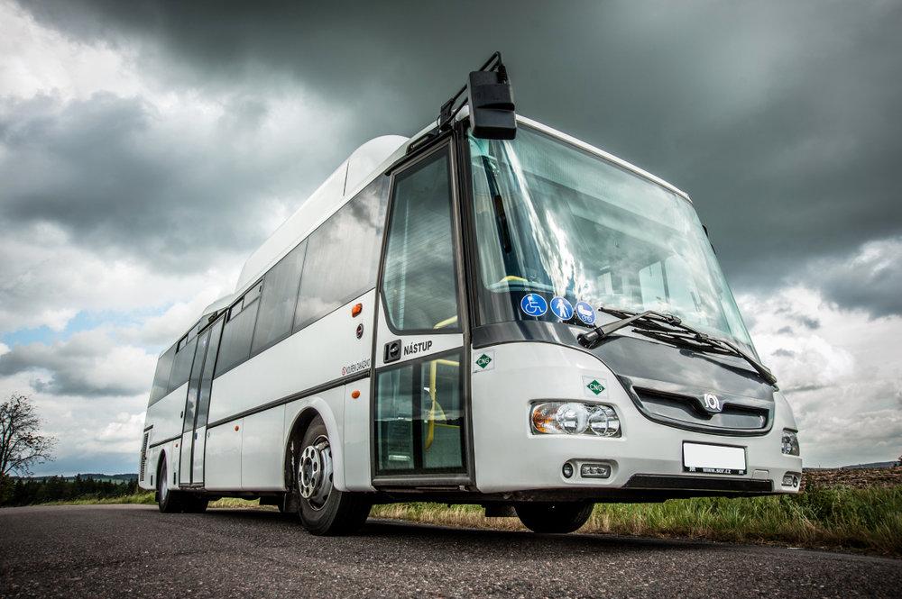 Plynový autobus SOR v částečně nízkopodlažní verzi. (foto: SOR Libchavy)