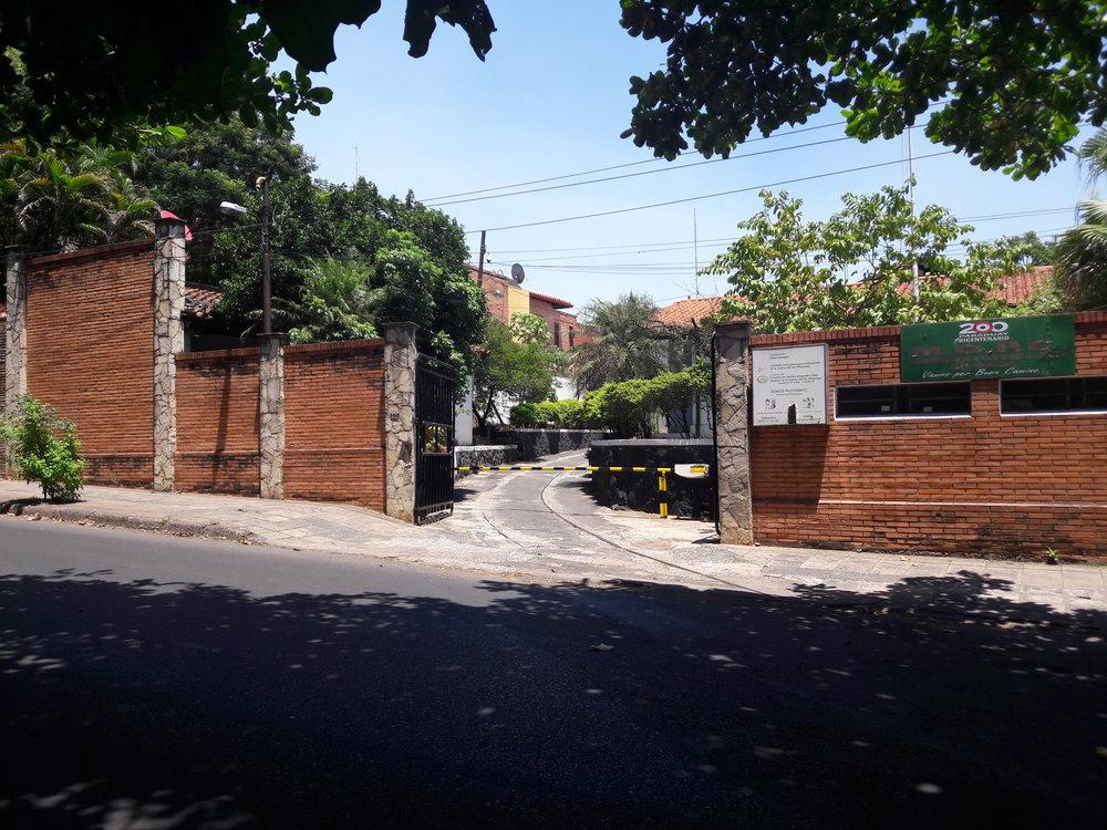 Vjezd do bývalé vozovny San Miguel. Dnes je areál k nepoznání.
