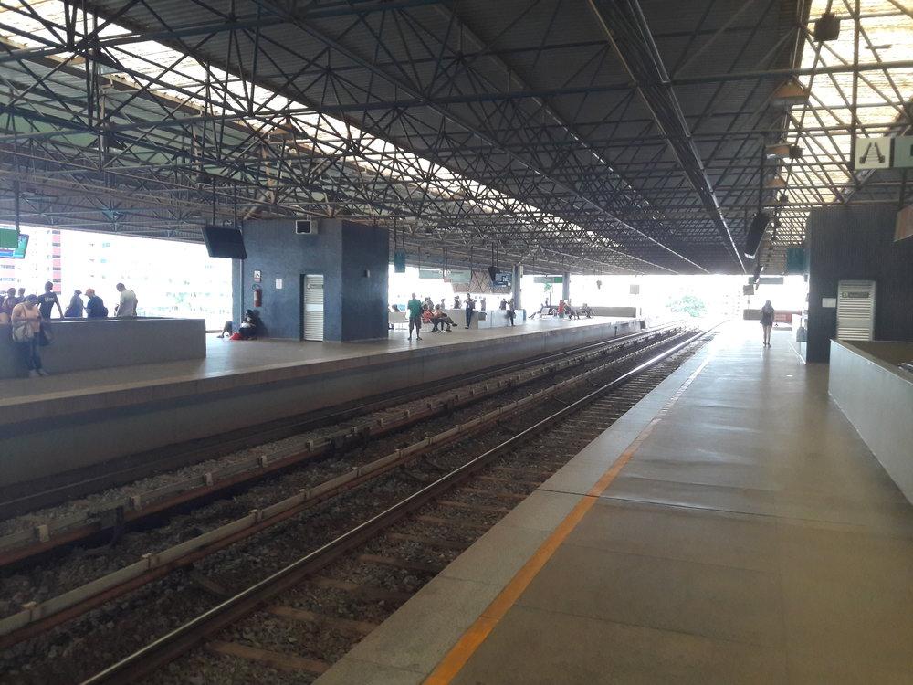 Stanice Águas Claras, poslední sdílená stanice obou linek.