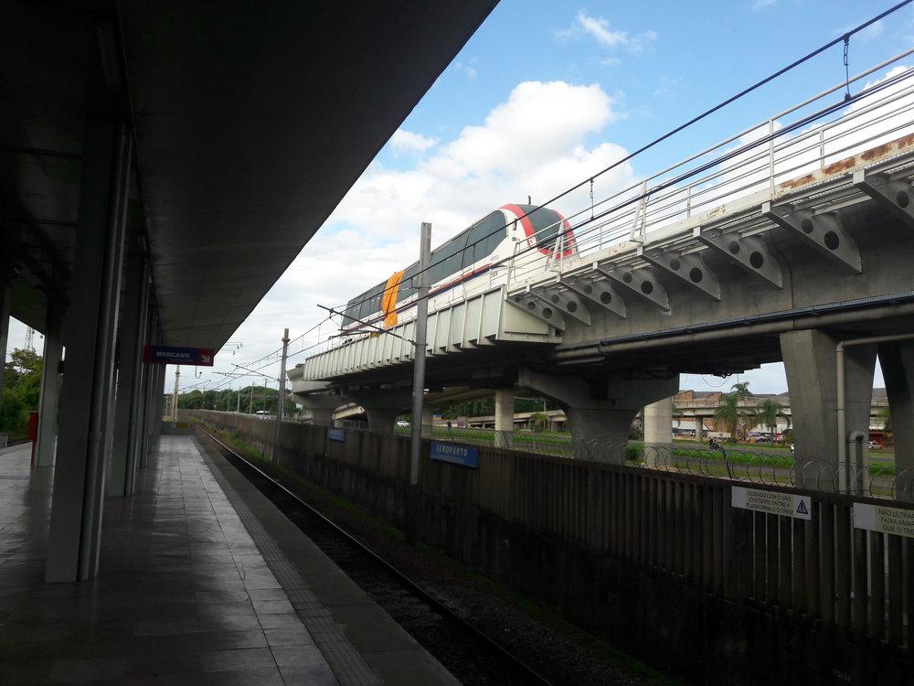 Stanice Aeroporto s nefunkční dvouvozovou jednotkou.