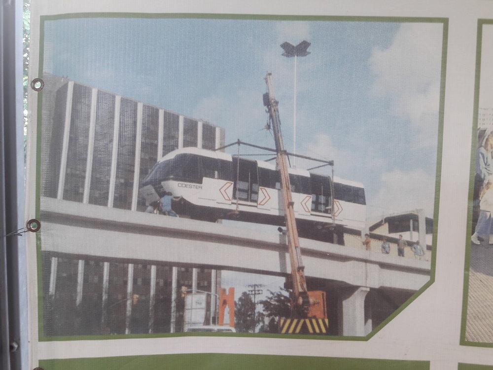 Snímky z 80. let 20. století, kdy byl Aeromóvel poprvé postaven v Porto Alegru jako zkušební trať.