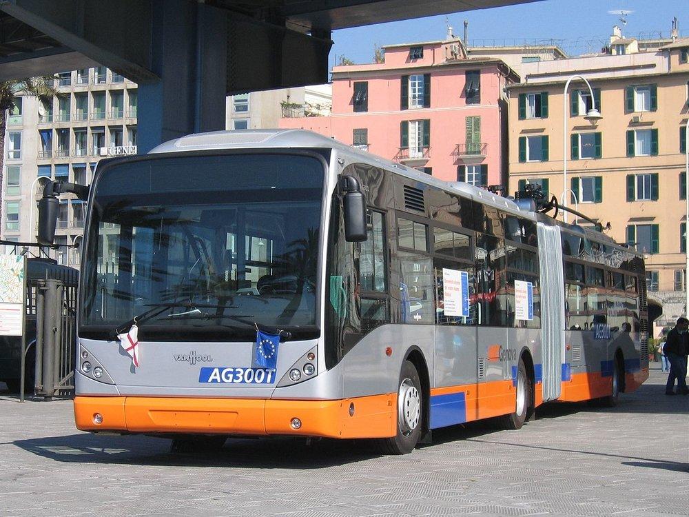 Mnohá italská města ráda trolejbusy nakupují a také jim i čas od času postaví nějakou novou trať. Nasazovat trolejbusy do provozu a zužitkovat je naplno se jim už ale zpravidla nechce. (zdroj: Van Hool)