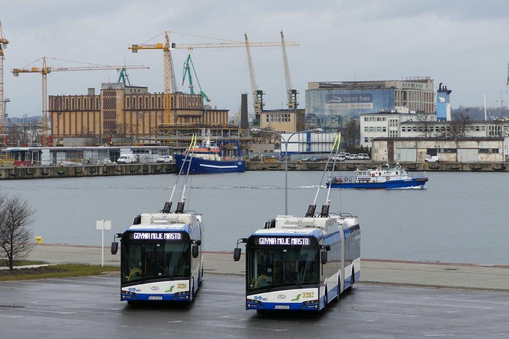 Trolejbusy Trollino 18 v přístavu v Gdyni. (foto: ZKM Gdynia)