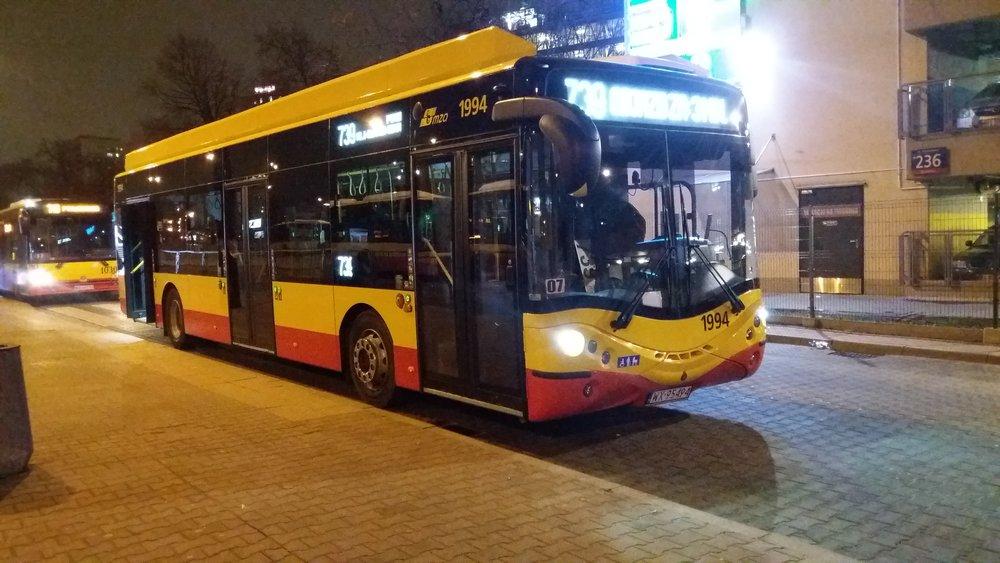 Autobus CS12LF od Ursusu ve Varšavě. (zdroj: Wikipedia.org, foto:  Raf24~commonswiki )