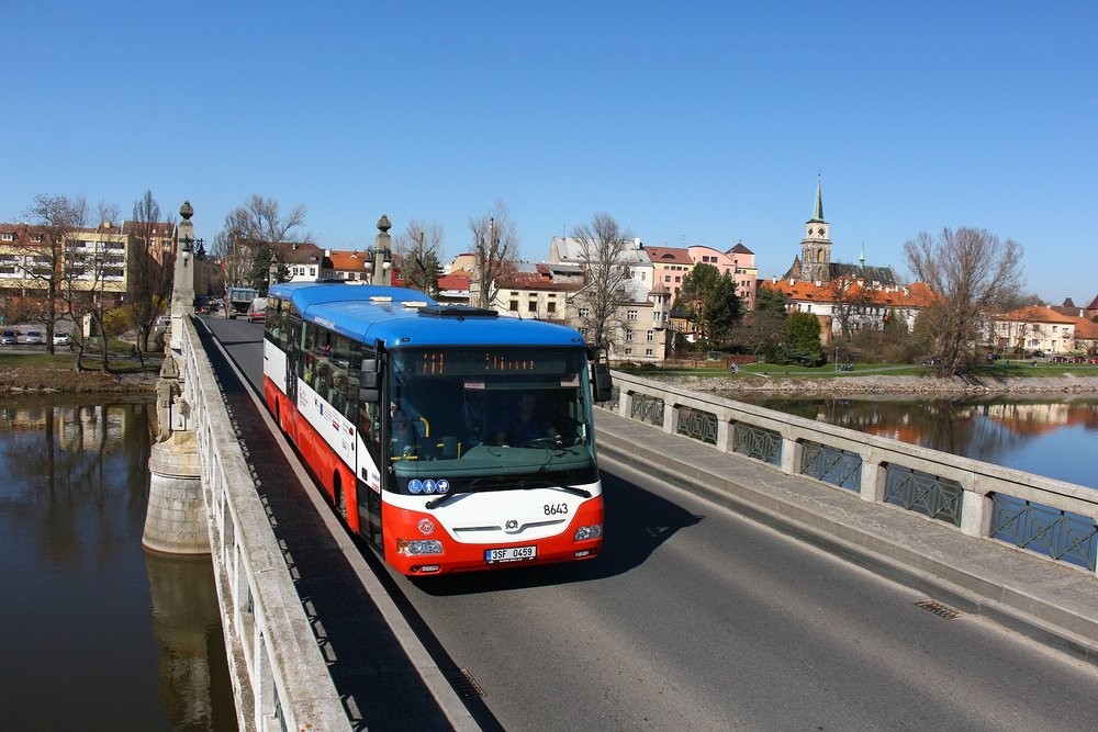 Autobus SOR CN 12 dopravce OAD Kolín zachycený v Nymburce. (foto: OAD Kolín)