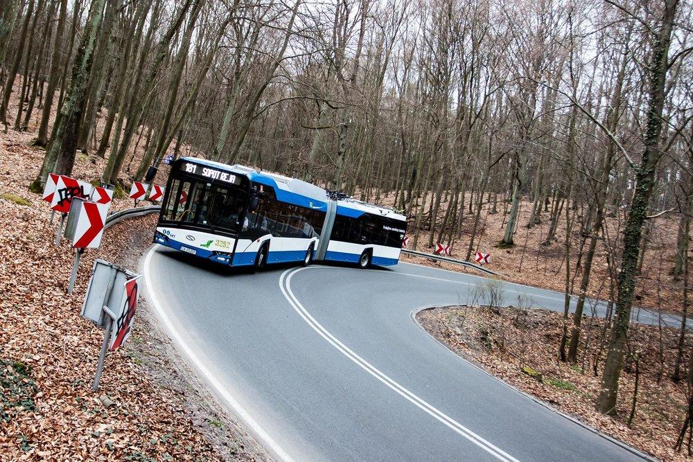 """Ostré serpentiny? I trolejbusový """"jezevčík"""" to zvládne. (foto: ZKM Gdynia)"""