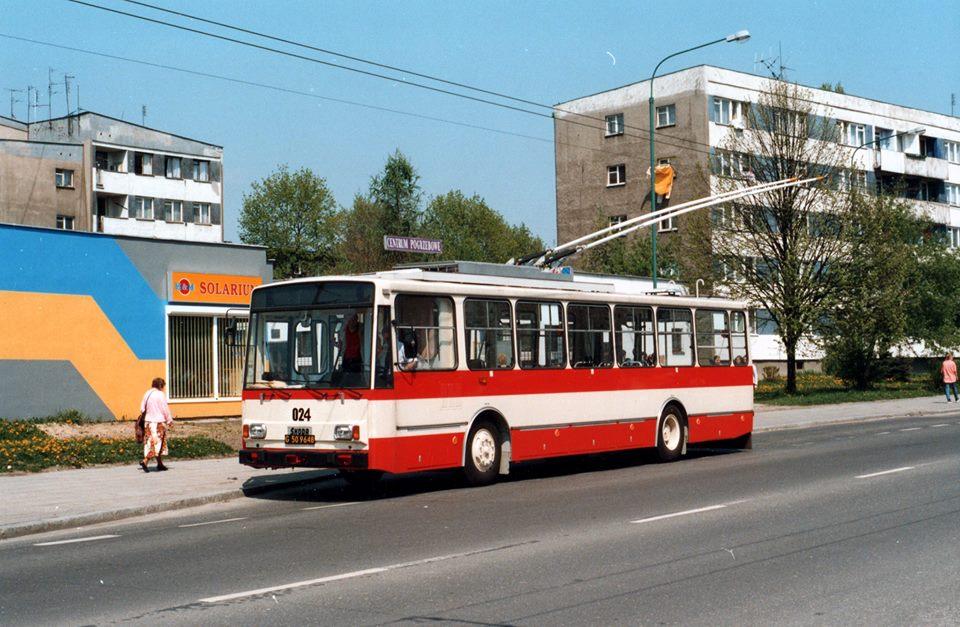 Vzácná fotografie trolejbusu Škoda 14 TrM v Tychách. Zájemcům o trolejbusovou dopravu v Polsku ji věnoval jeden z českých fanoušků, nicméně polští kolegové na něj ztratili kontakt. Pokud tedy někdo (patrně svou vlastní) fotografii pozná, ať se neváhá ozvat, ať již nám, nebo kolegům z města Tychy. (zdroj: Facebook TLT)