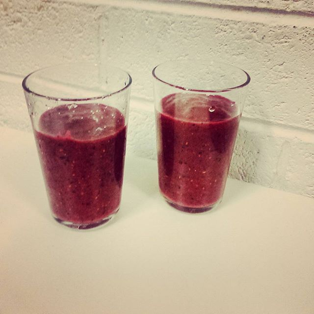Paul treated us to delicious on brand smoothies! ✨🍌🍓🍎✨ #smoothie #eventprofs #behindthescenes #hero