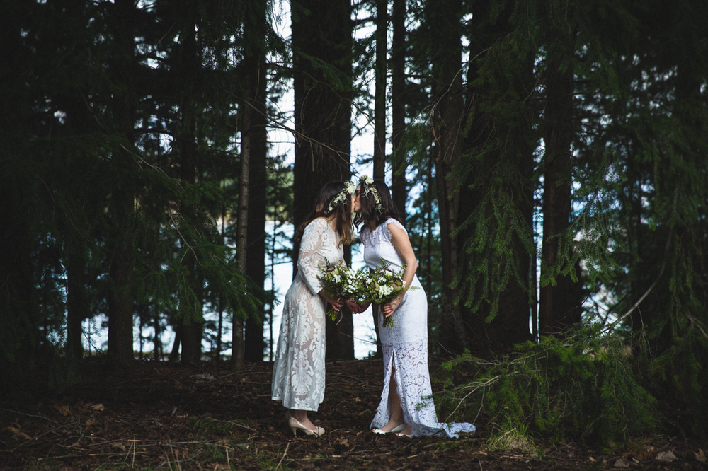 Natasha and Sarah, Queenstown Gardens, Holly Wallace Photography