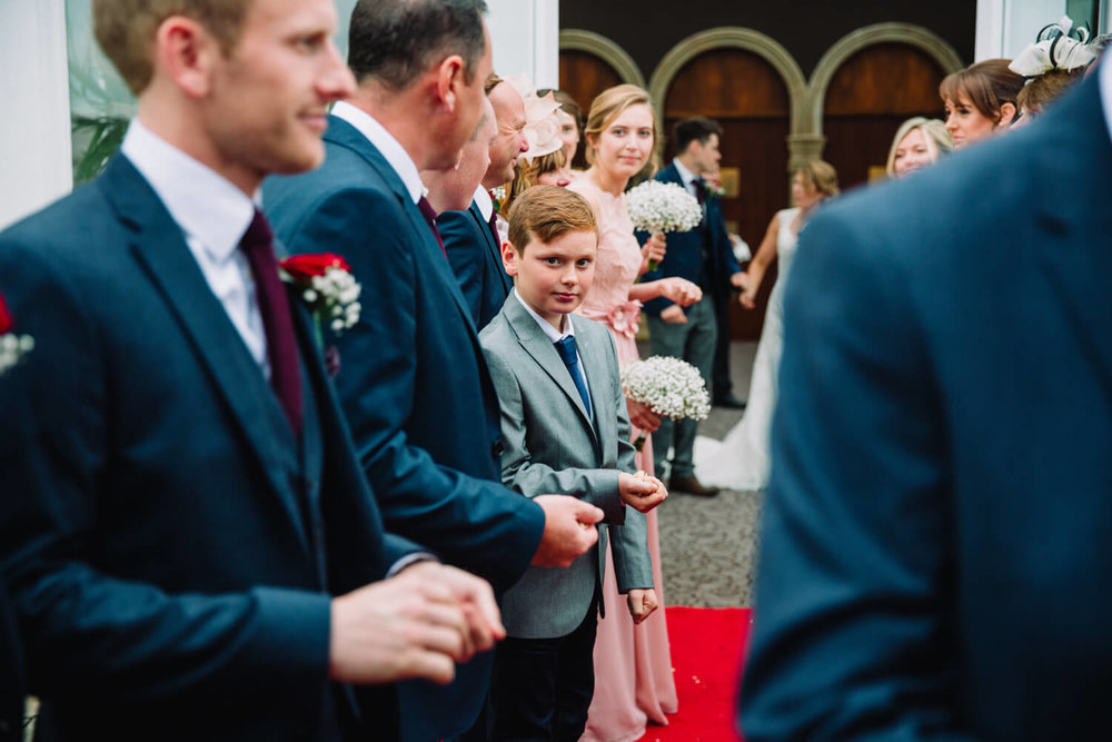 pageboy ready to throw confetti