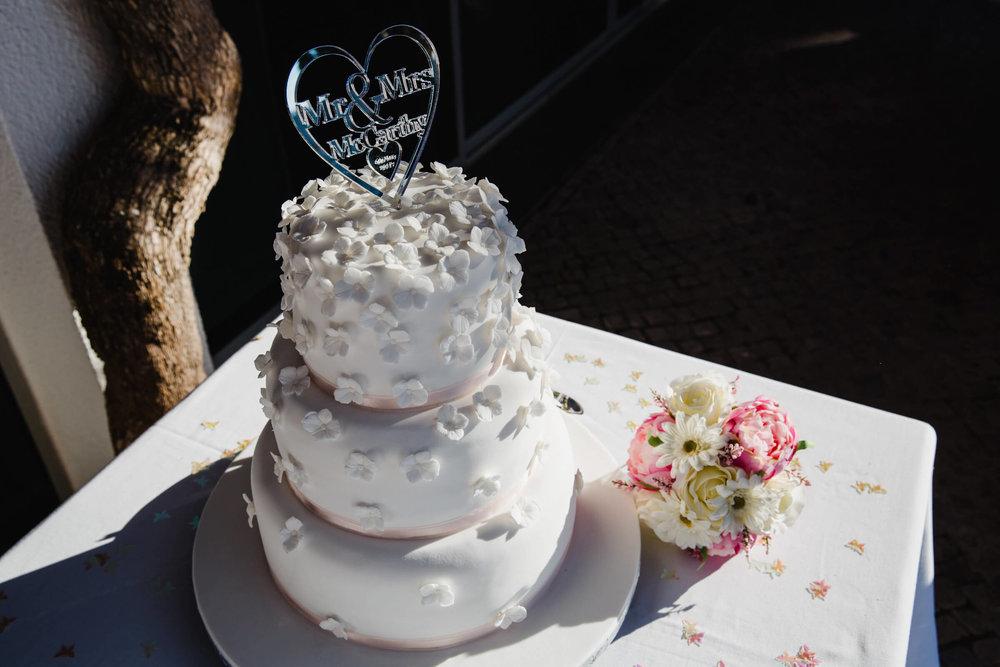 wedding cake in the Portuguese sun