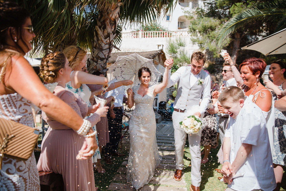 "<a href=""https://www.mcgowanweddings.co.uk/blogoriginal/2017/9/23/alicante-wedding-photography-sian-and-ryan"" target=""_blank"">Siân and Ryan in Alicanté, Spain</a>"