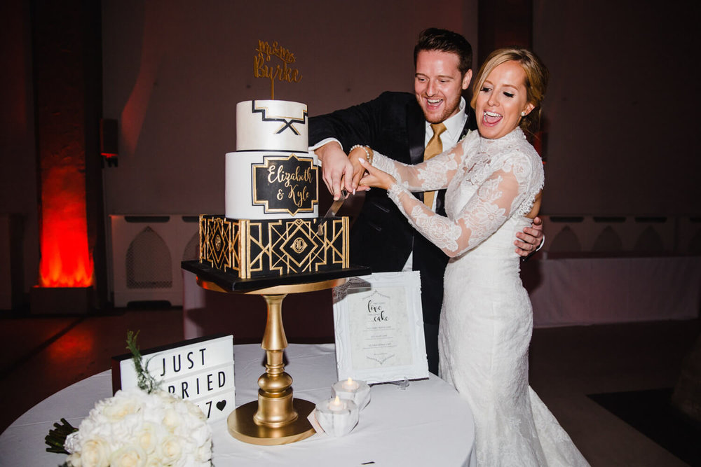 bride and groom cutting art deco great gatsby themed wedding cake made by marie antoinette cakes